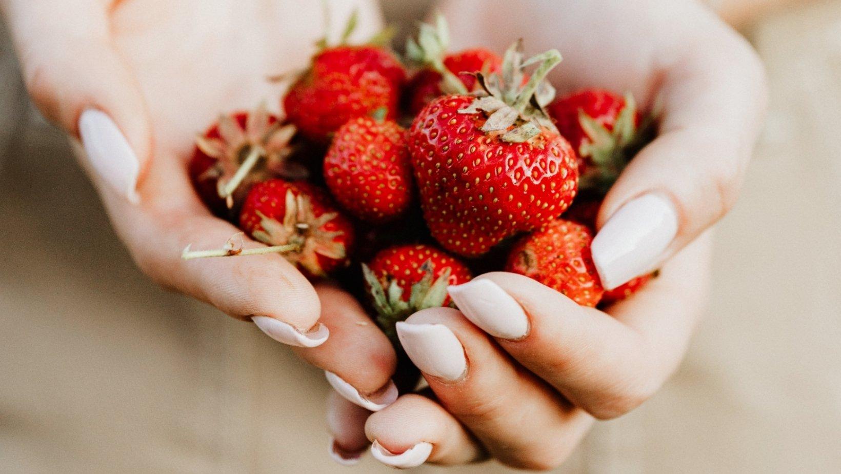 frutas de temporada del mes de abril las fresas